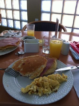 E M City Hotel: desayunos!