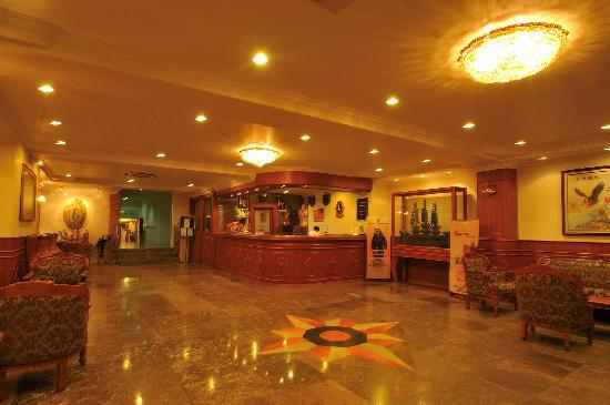 Hotel Laguna: Lobby Area