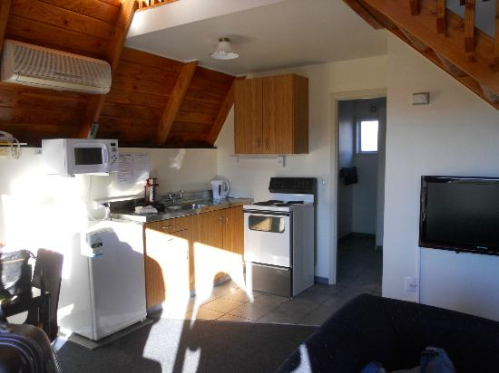 Mountain Chalet Motels: Kitchen
