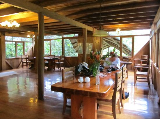 Casa Divina Lodge: dining area