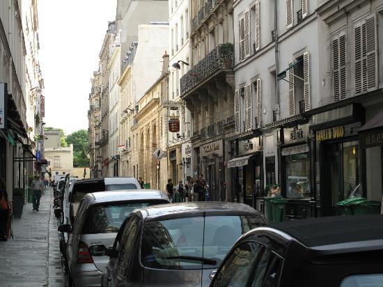 Hotel de Varenne: A tiny street-side presence