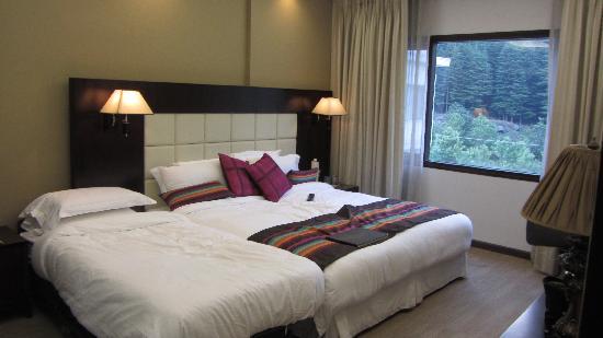 Rock Manali Hotel & Spa: Royal Suite - Bed room