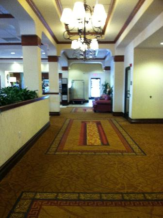 Hampton Inn Salt Lake City-Downtown: Hallway towards Lobby