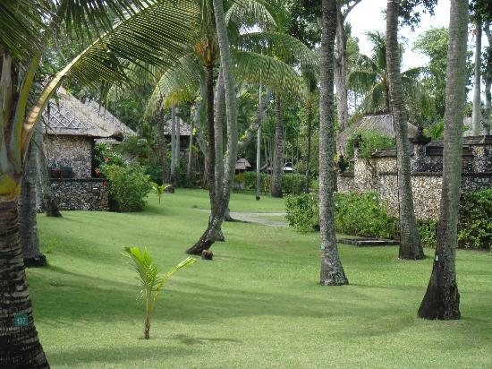 The Oberoi Bali: Perfectly kept grounds