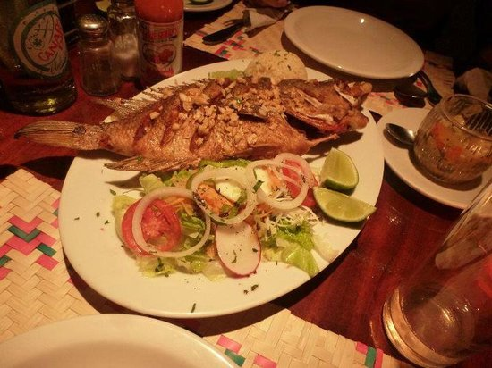 Restaurante La Luna: The specialty fish dish in Flores