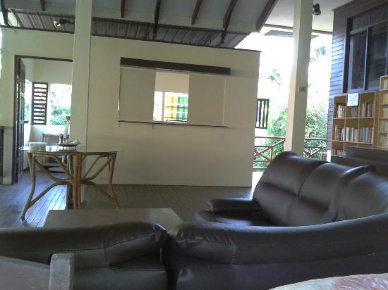 Slagon Homestay : sofas