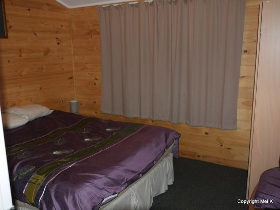 RiverSong Cottages: Master bedroom - Tui