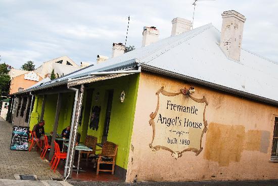 Port Mill B&B: Fidel's cafe across the road