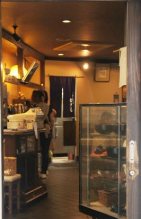 Musashi: 出入り口から店内を撮影