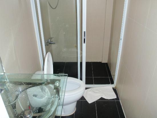 Mito's Place Boracay: Shower room-Clean