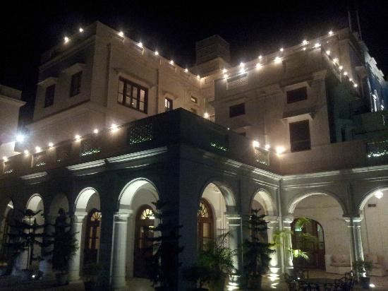 Neemrana's - Baradari Palace: The hotel at night