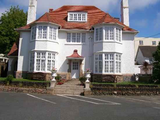 Norfolk Lodge Hotel: The Lodge which hosts large family rooms
