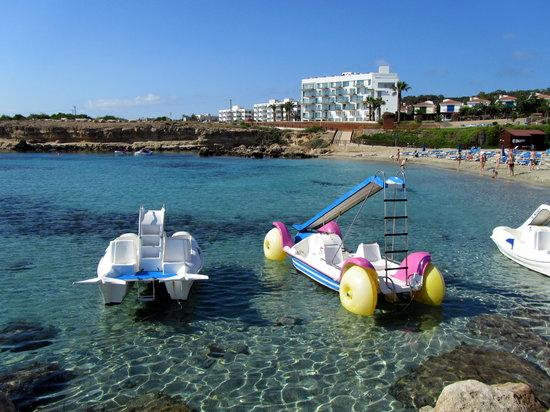 Cavo Maris Beach Hotel : Пляж.