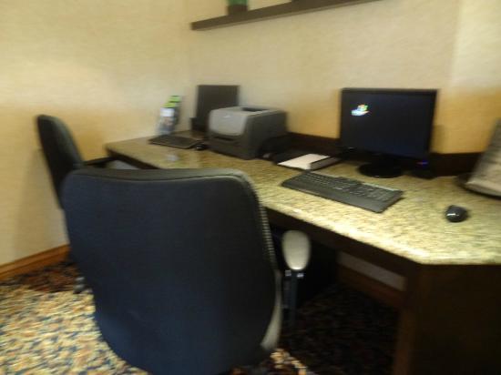 BEST WESTERN Hotel Brossard : Business center