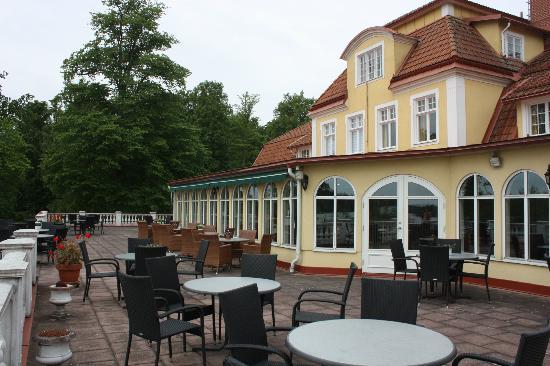 Möckelsnäs Herrgard: Terrace and dining room