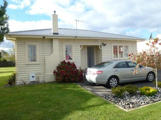 "Ann's Volcanic Rotorua Motel and Serviced Apartments : The ""2 bedroom serviced apartment""!"