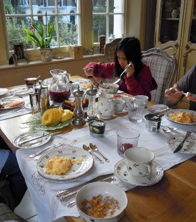 37 Trevor Square: Breakfast on fine china