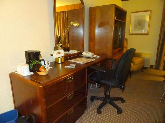 BEST WESTERN PLUS Hotel Universel Drummondville: Good desk