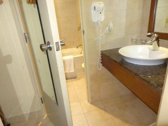 BEST WESTERN PLUS Hotel Universel Drummondville: Bath room