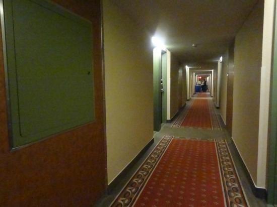 BEST WESTERN PLUS Hotel Universel Drummondville: Hall way
