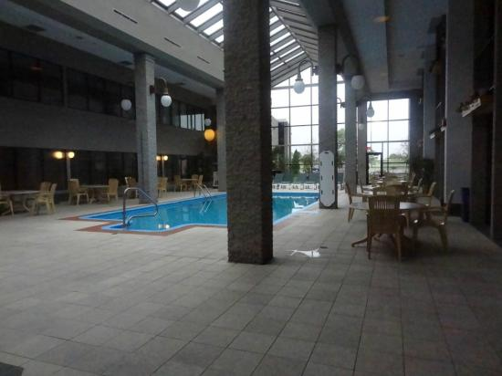 BEST WESTERN PLUS Hotel Universel Drummondville: Large swimming pool area