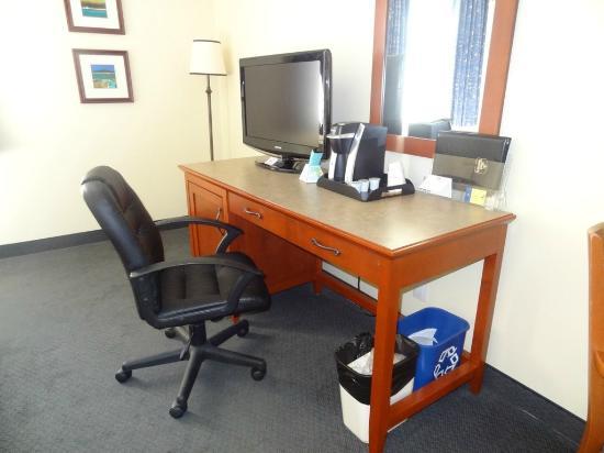 Hotel St. Bernard: Desk
