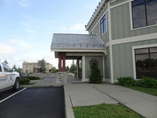 Hotel St. Bernard: Gray building is reception and restaurant