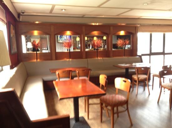 Campanile Manchester: the bar area, very nice