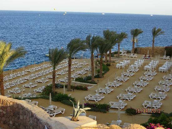 Stella Di Mare Beach Hotel & Spa: Plage très bien entretenue