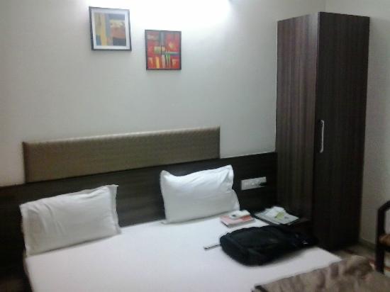 Kamran Palace Hotel: room