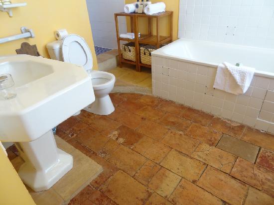 Cap de Castel: salle de bain pas à la hauteur du prix