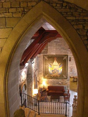 Parador de Hondarribia: Staircase and sitting room