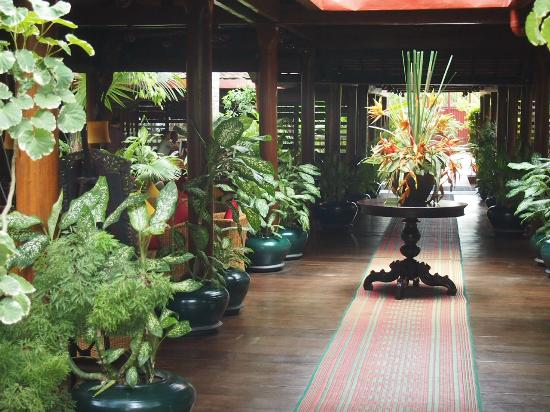 Angkor Village Hotel: Typical view of the interior