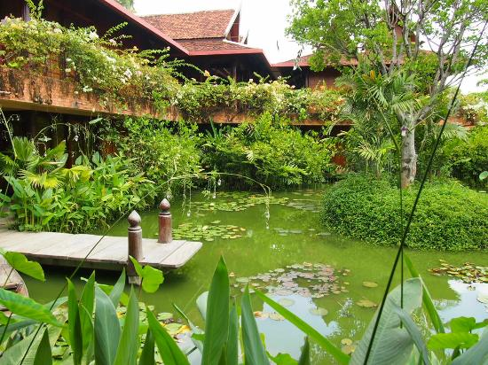 Angkor Village Hotel: Looking across the central pond