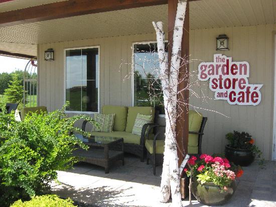 Garden Store & Café : Inviting outdoor space to enjoy your dessert.