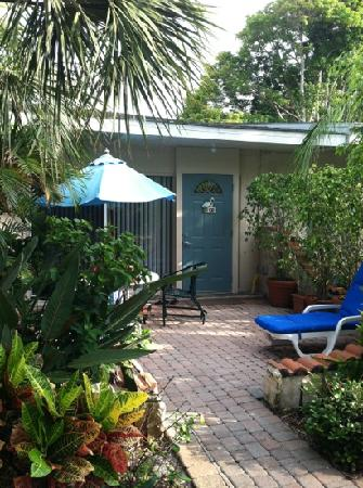 Sandpiper Inn: steps from the beach