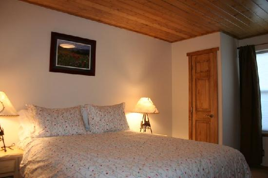 Mountainside Condos: Master Bedroom