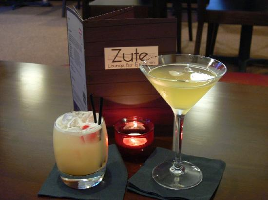 Zute Lounge, Bar & Kitchen : De Luxe Martinis and Sours