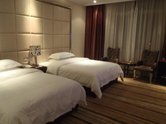 Hangzhou YongHui International Hotel: bed