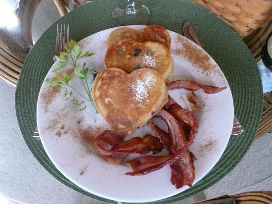 Inn at Harbour Ridge Bed and Breakfast: sweet breakfast!