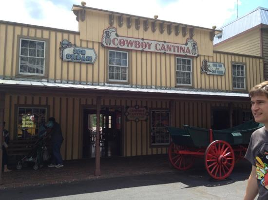 Tweetsie Railroad: old west shops