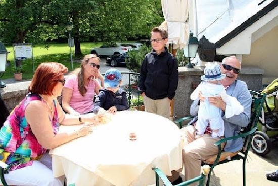 RelaxResort Kothmuehle: Familientreffen auf der Terasse