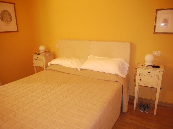 Albergo San Martino: Bed (two singles put together)