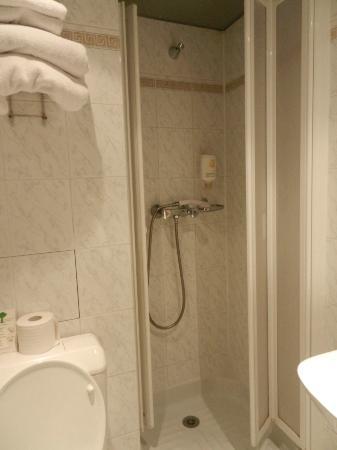 Hotel Royal Bergere: el baño de la hab superior