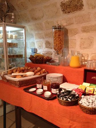 هوتل دي ريمز: Le buffet du petit-déjeuner