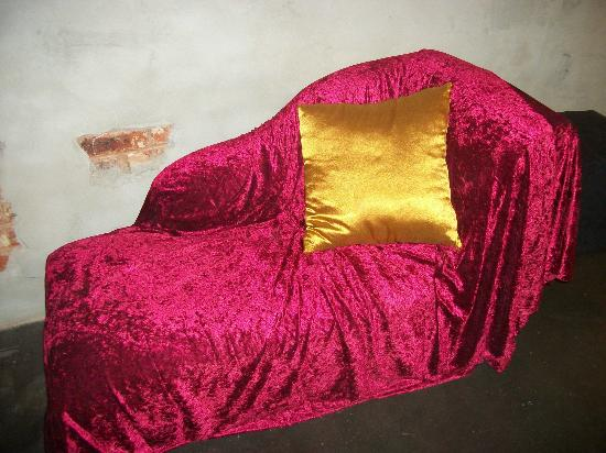 12 Decades Art Hotel: Chaise lounge