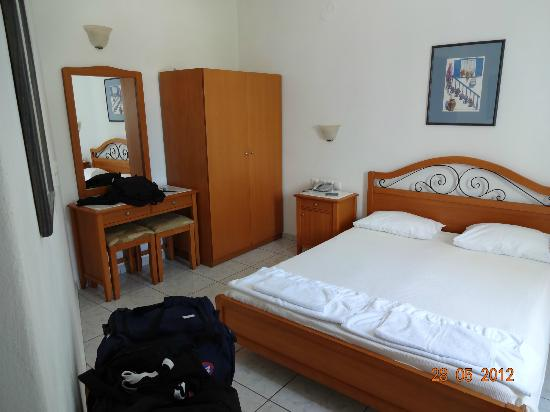 Petinaros Hotel: Zimmer 201