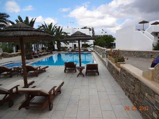 Petinaros Hotel: Poolbereich