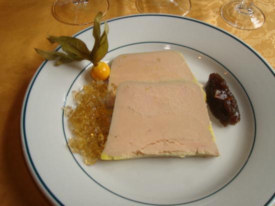 L'hostellerie de l'Eveche: entrée de foie gras exellent et copieux