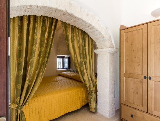 Camera da letto fico foto di l 39 antica marina martina - Camera da letto antica ...